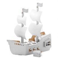 Kartonnen piratenschip