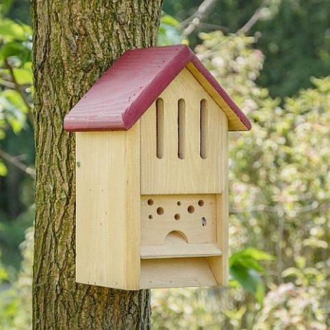 Bijen- en vlinderhotel